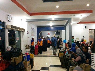 Ruang tunggu eksekutif di Stasiun Pasar Turi, Surabaya