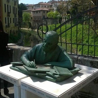 Vicenza, monumento a Neri Pozza