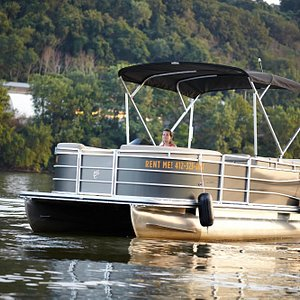 Cypress Cay Seabreeze boats with 60hp engines, Bluetooth, fish finders