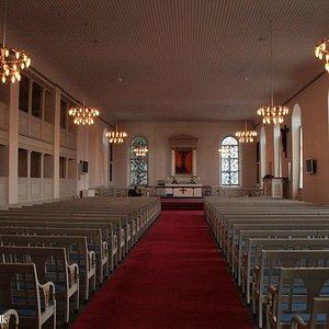 Inde i kirken med lys