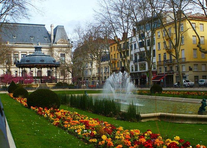 Kiosque a Musique Place Jean Jaures