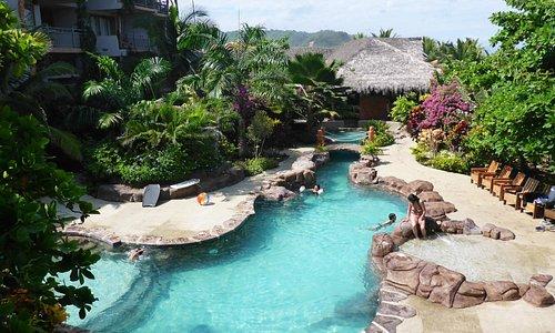 encore la magnifique piscine