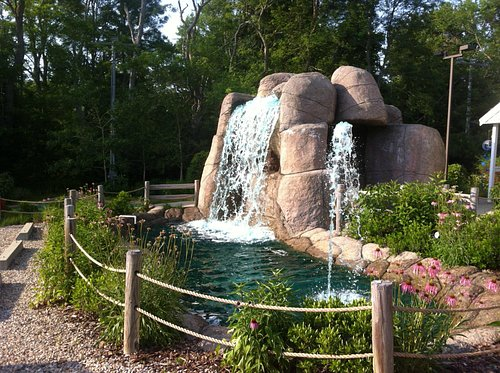 Play through the waterfall on the  18th hole!