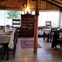 wnętrze (niezły wybór lokalnych win)