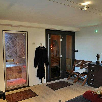 Salle de massage avec sauna et hammam