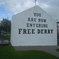 Ein Teil des Monument to Local IRA Dead