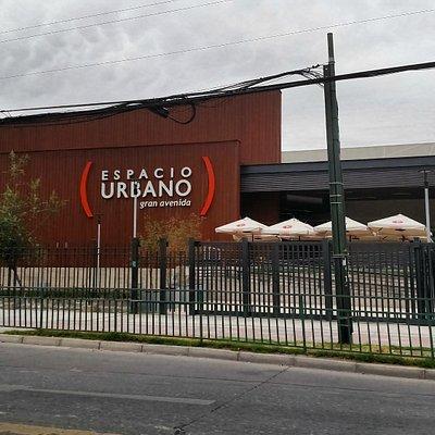 Santiago de Chile, Espacio Urbano Gran Avenida. Acceso frontal por Gran Avenida.