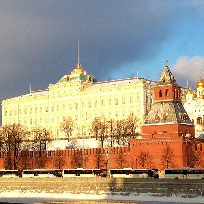 Большой Кремлевский дворец со стороны Москвы-реки