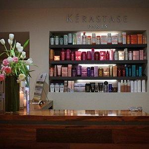 Nuestra recepción con la linea de productos disponible para el cuidado del cabello.