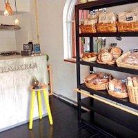 nuevos productos empacados y el mejor pan artesanal siempre fresco!
