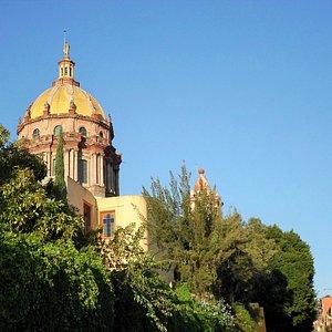 Centro Ignacio Ramirez y el Templo de la Inmaculada Concepción