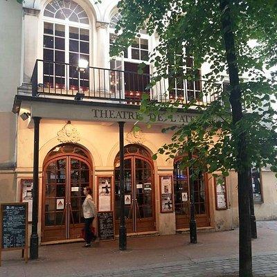 facade theatre et restaurant