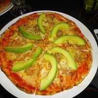 pizza. aqui abacate é legume e não fruta.