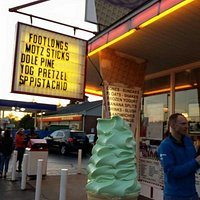 Delicious interesting ice cream, soft serve, and frozen yogurt flavors.  This one is pistachio.