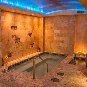 Hot and cool soaking pools