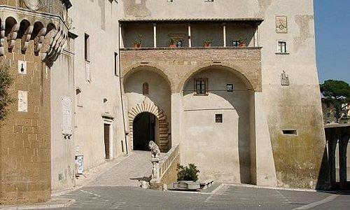 Pitigliano, Palazzo Orsini, Ingresso