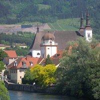 Schwammerlturm (im Vordergrund, dahinter Sankt Xaver)