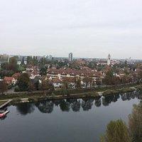 Vue de la tour sur Kehl ! En arrière plan, on voit la passerelle et le pont qui lit l'Allemagne