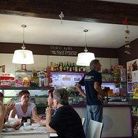 Gustosi pasticcini e croissant giganti
