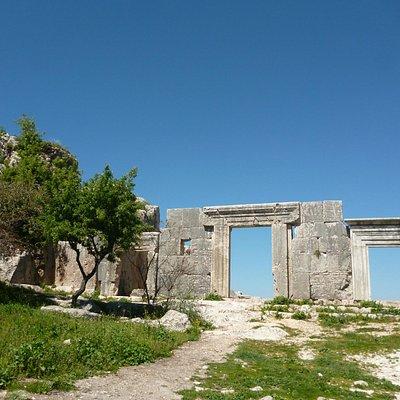 Лучше всего сохранились входные ворота
