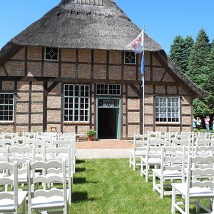 Charming weddings are held in the church, in the hausbarn, in the grove, or in the meadow.
