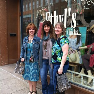 Ethyl's Shop with the jewelry artist Kelly