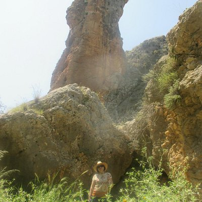 "The towering Amud (""Pillar"")"