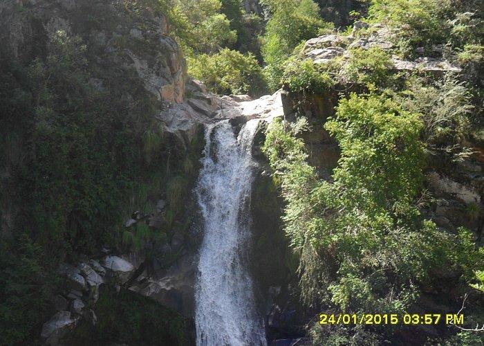 la cascada en la cumbrecita
