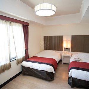 The Twin Room at the Hotel Monterey Lasoeur Osaka
