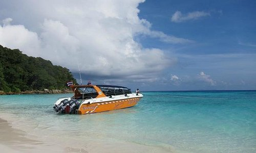 Speedboat at Koh Tachai