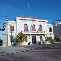 Casa de la Gobernación de la Provincia de Rio Negro frente a la Plaza San Martín