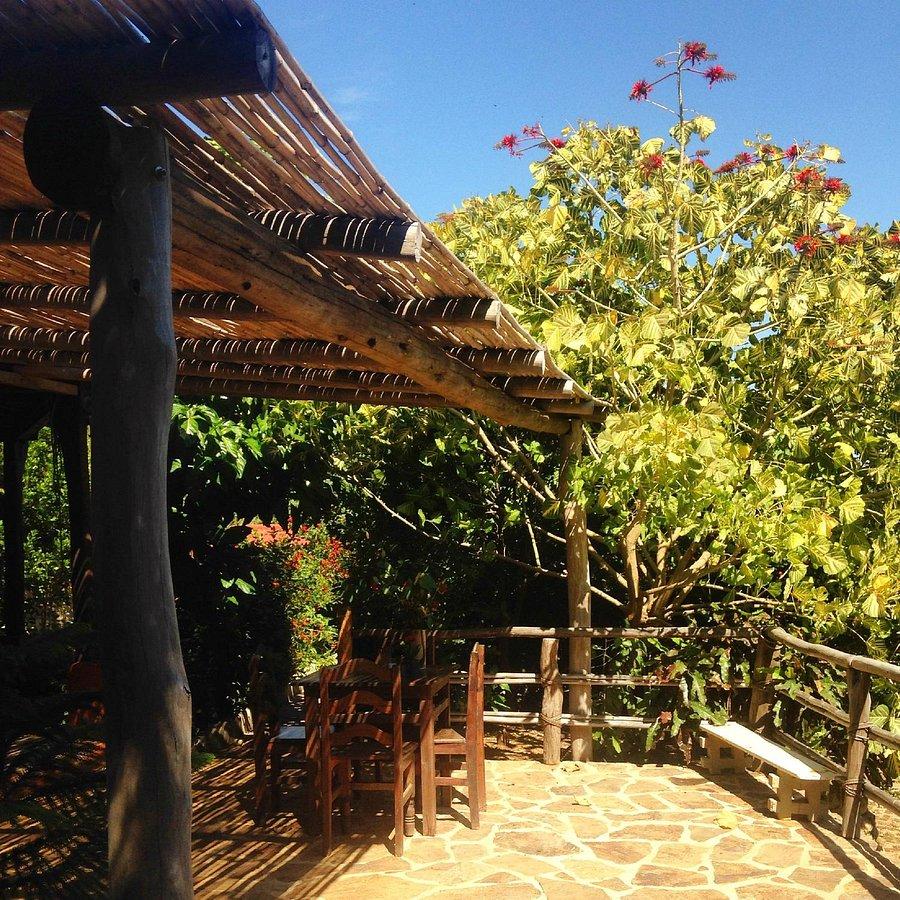 Casa Huijazzo se ubica a solo unos metros de la playa de Mazunte.