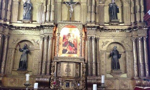 Altar recubierto en laminillas de oro