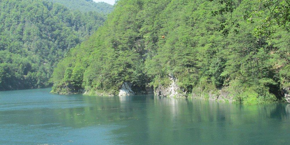 Il lago di Palagnedra. Un fiordo dalle acque verdissime