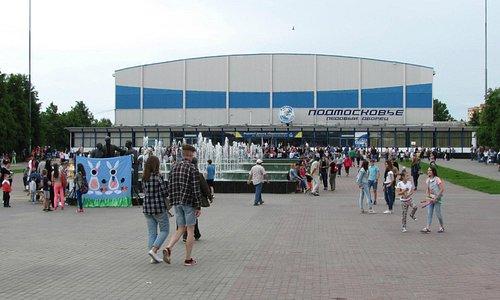 Площадь перед Дворцом спорта