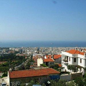 Rotonda, White Tower and te sea