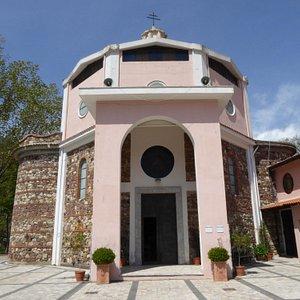 L'ingresso alla Chiesa S. Maria della Catena
