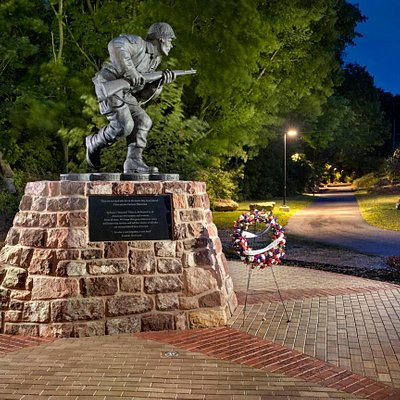Photo of Veterans' Plaza taken by Don Reese