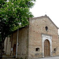 церковь (вход слева)