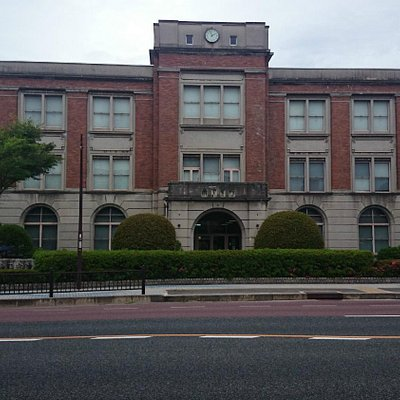 建物正面からの写真
