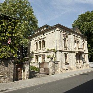 Weingut Neus - Villa und Park