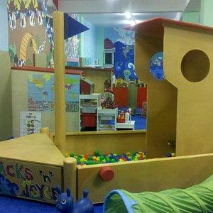 Boat/ball pit @Joyce 'n' Fun