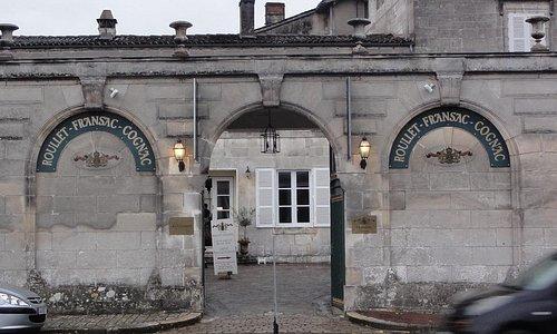 Магазин дома Roullet Fransac на набережной Шаранты