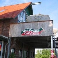 レストラン、マーケットがある建物
