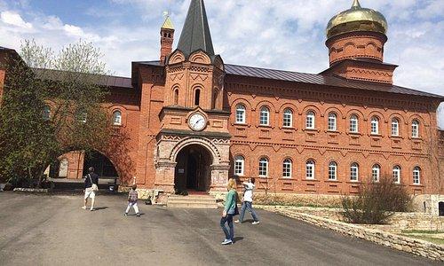 """Мужской монастырь """"Святые кустики"""", площадь внутри"""