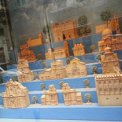La vetrina-Via Vittorio Emanuele 120