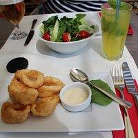 excelentes calamares y zumo natural