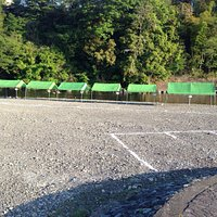 テント(小)と駐車場