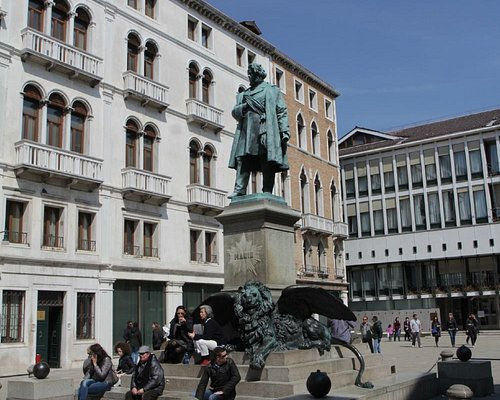 Daniele Manin statue at Campo Manin