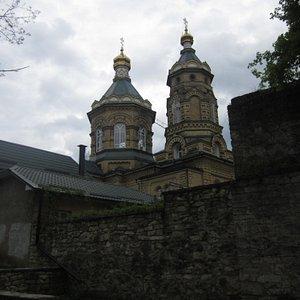 Боковой вид церкви